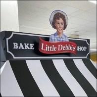 Little Debbie Bakery Shop Endcap DisplayLittle Debbie Bakery Shop Endcap Display