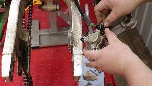1997 - 2001 Honda Cr250 - Rear Caliper - Install - Install Banjo Bolt With New Seal Washers