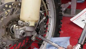 Install - Torque Mounting Bolt
