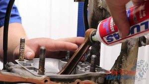 1997 - 2001 Honda CR250 - Top End Service - Part 11 - Piston Installation - Lubricate Needle Bearing