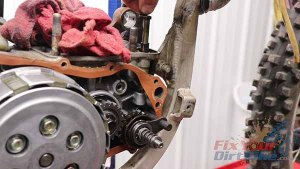 1997 - 2001 Honda CR250 - Top End Service - Part 4 - Exhaust Valve Removal - Pinion Shaft And Bushing