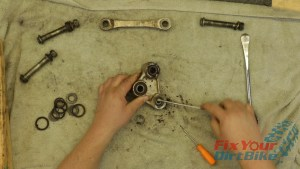3 - Remove Seals And Pivot Collars