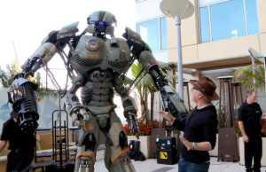 Comic-Con: 9.5-Foot Robot