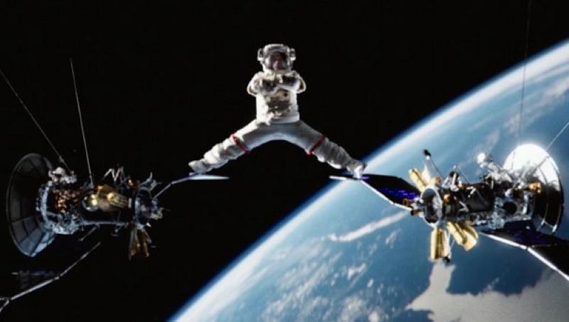 Van-Damme-Zero-Gravity-Split