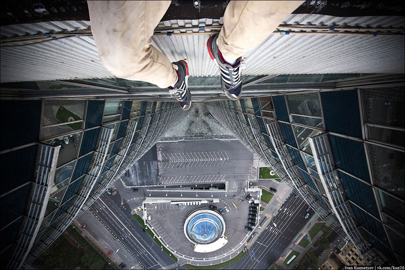 photos-that-look-straight-down-from-perilous-heights-by-ivan-kuznetsov-5