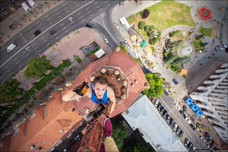 photos-that-look-straight-down-from-perilous-heights-by-ivan-kuznetsov-7