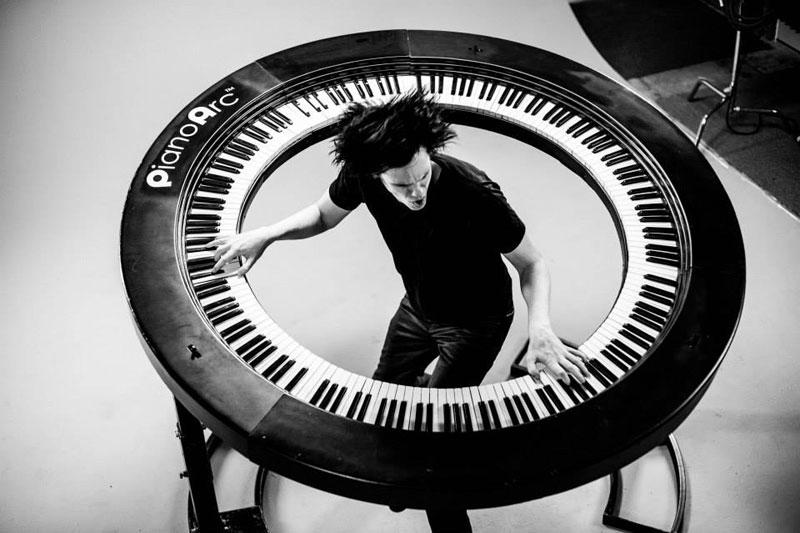 Lady Gaga's Keyboard Player Built an Awesome 360Keyboard