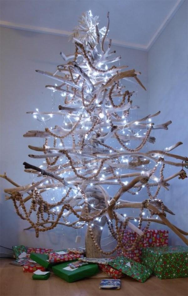 11 Creatively Alternative Christmas Trees This Season (3)