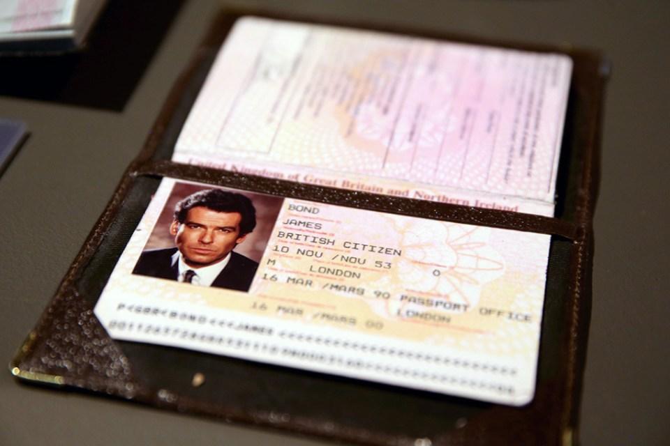 bond-passport_verge_super_wide