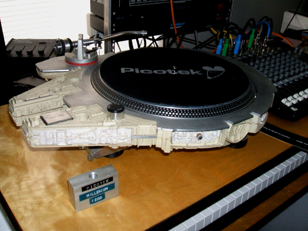 STAR WARS Millennium Falcon Transformed into Awesome Turntable