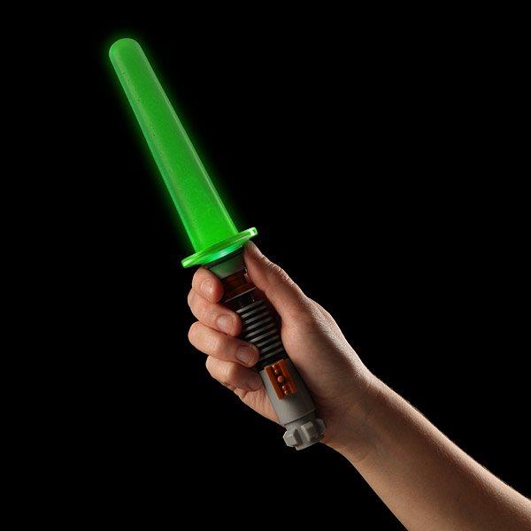 Star-Wars-Glowing-Lightsaber-Ice-Pop-Maker-01