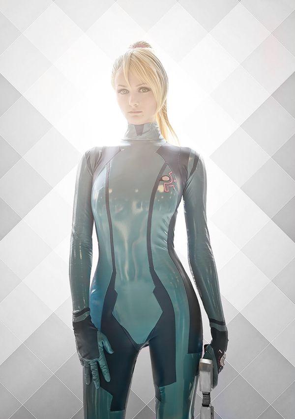 Cosplay of Samus from METROID in Her Zero Suit