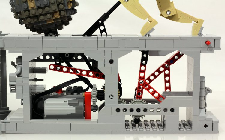 Kinetic Sculpture Created With LEGO