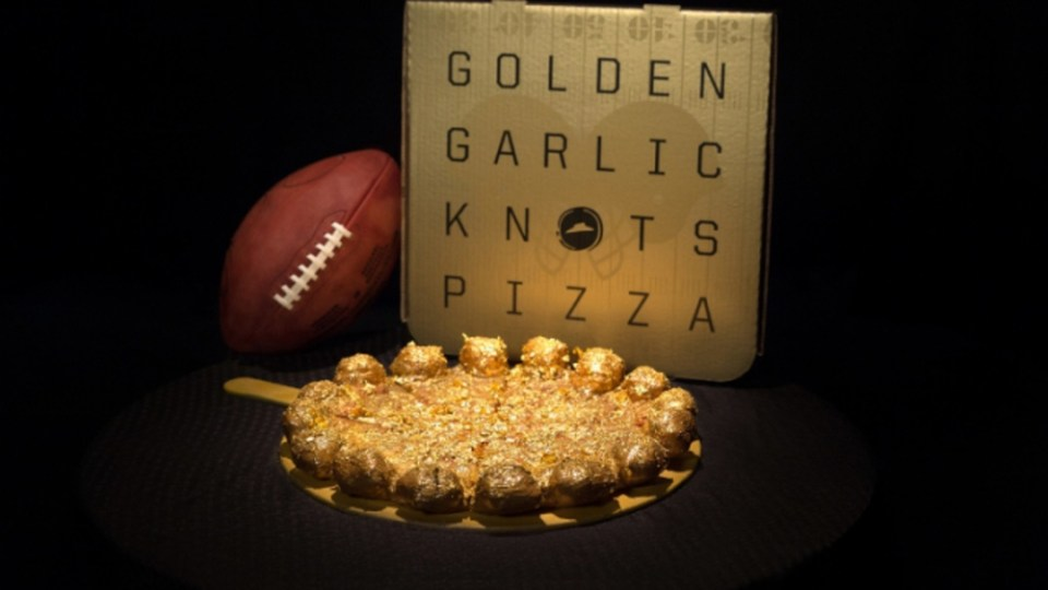 Super Bowl SpecialPizza Hut's Gold Covered Garlic Knots Pizzas