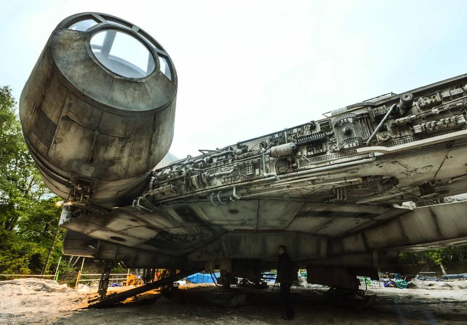 STAR WARS: EPISODE VIII: Detailed Set Photos of The Millennium Falcon