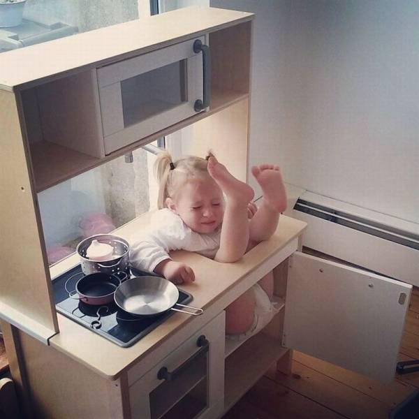 nRt311sQzuYpRieXwWIY_kid-stuck-in-stove