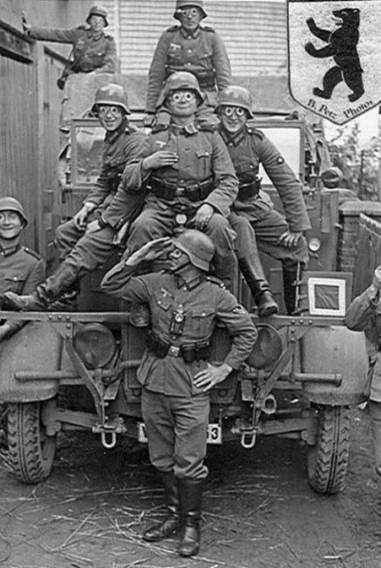 german_soldiers_fave_fun_during_the_wwii_12-430x640