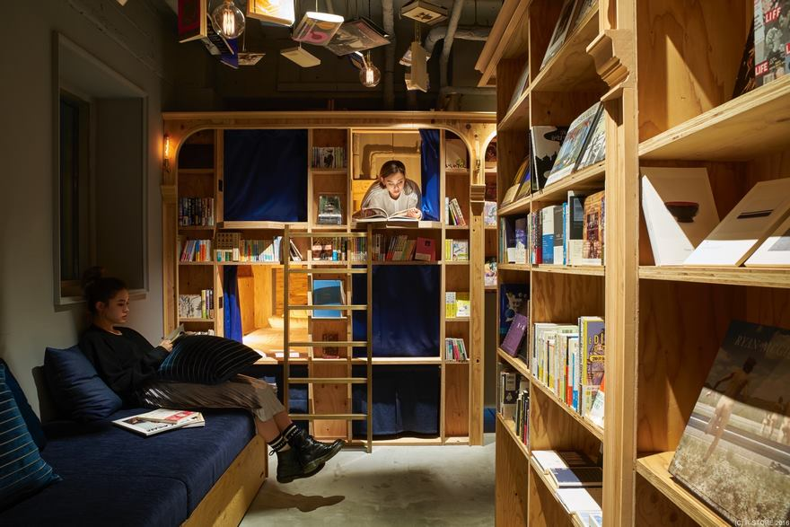 kyotos-new-bookstore-themed-hostel-1