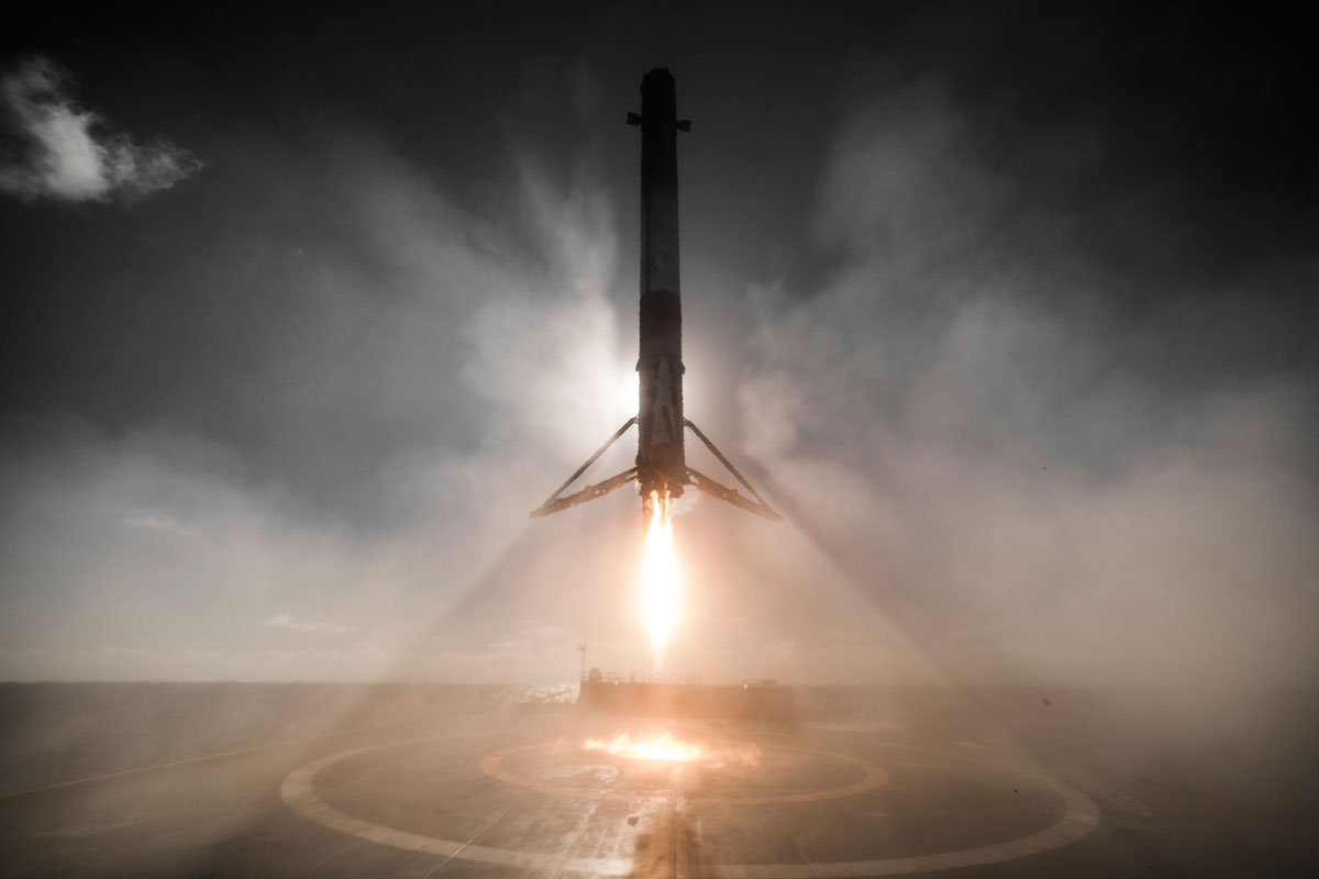 10 HD Photos from SpaceX's Launch and Landing