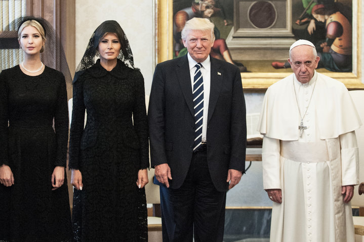 10 Hilarious Reactions To Super Sad Pope Meeting The Trumps
