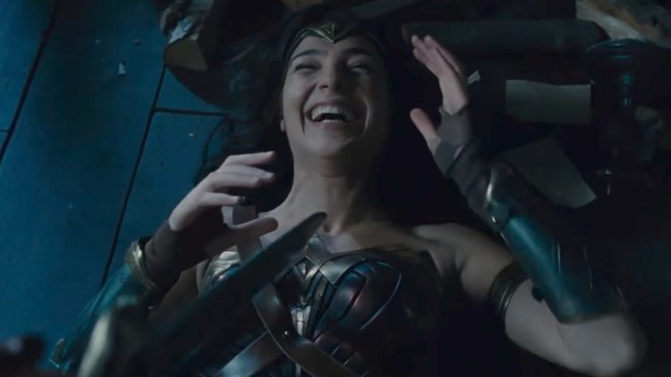 Hilarious 4-Minutes of WONDER WOMAN Bloopers