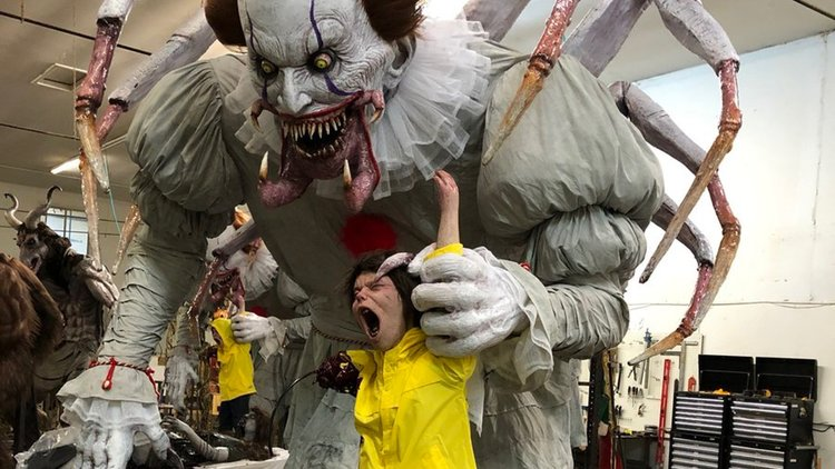 Amazing Pennywise The Clown Halloween Animatronic Prop Is What ...