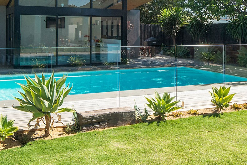 Mesh-Wire Fence for Your Pool (2)
