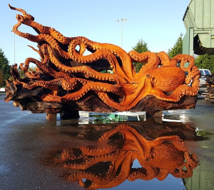 Artist Transformed a Fallen Redwood Tree Into Giant Pacific Octopus With Chainsaw