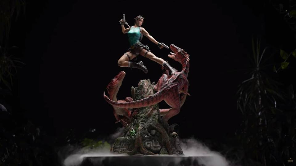 Lara Croft Statue