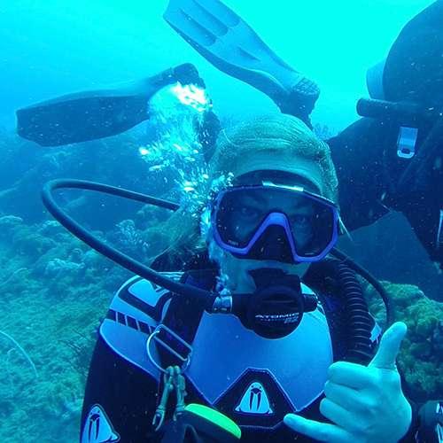Amanda A scuba diving