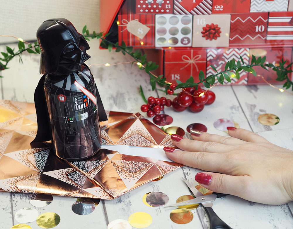 M&S Christmas Wrapping - How to wrap unusual shapes!