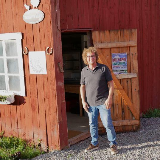 Oliver är bagaren vid Bergets Gårds Pasta & Bröd