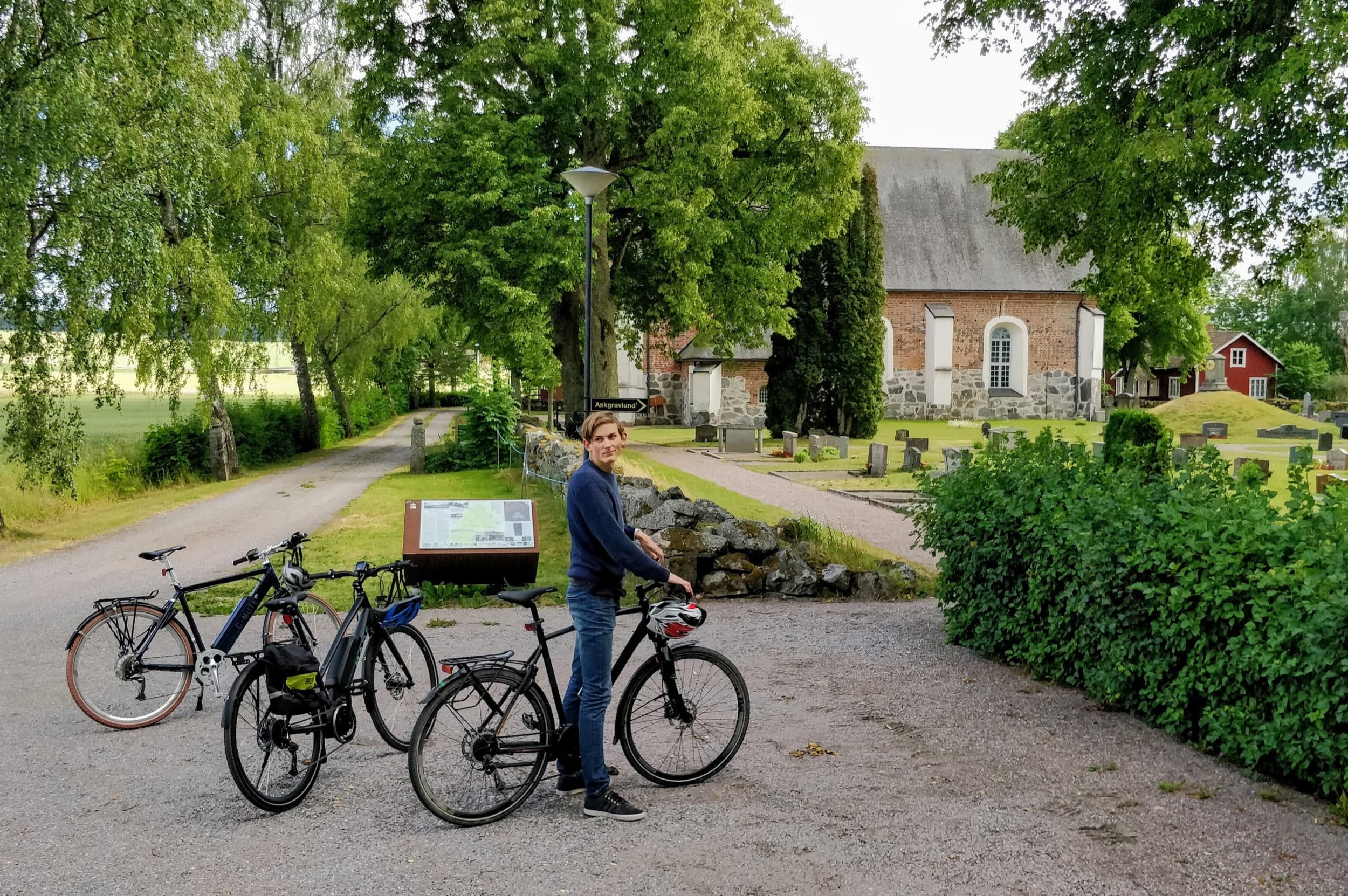 Cyclist at Nysätra church Fjärdhundraland