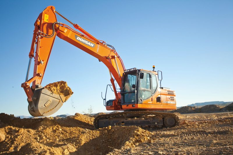 Mini-Excavators-11k-lb-Weight
