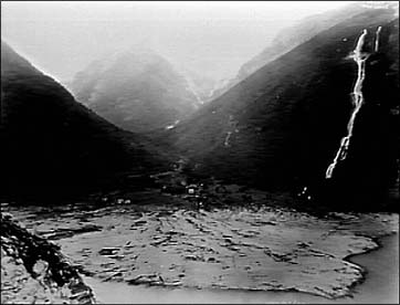 The settlement in Nesdal was largely annihilated by the waves.