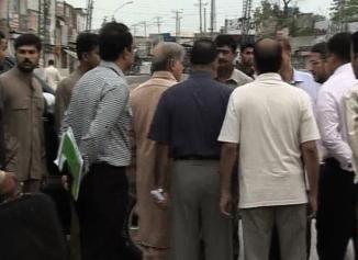 Shahbaz Sharif Visits Bhatta Chowk Lahore Construction (22-5-2011) 2
