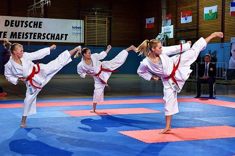 El Kata por equipos  Federacion de Karate de la Comunidad