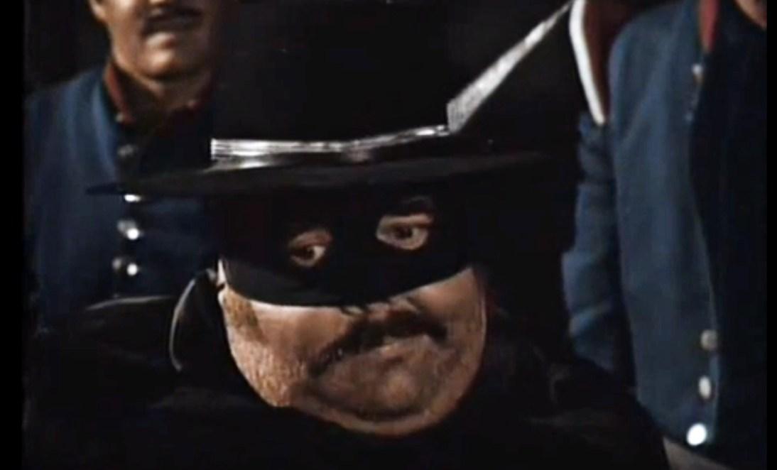 Le sergent Garcia profitant de la nuit (américaine) pour imiter son rival.