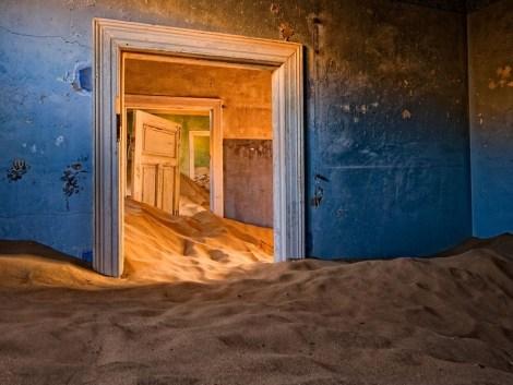 le village de Kolmanskop dans le désert Namibien