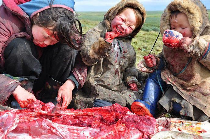 Un repas d'une famille sibérienne