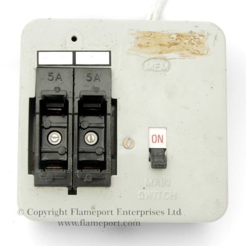 small resolution of mem 2 way metal fuse box with fuses removed
