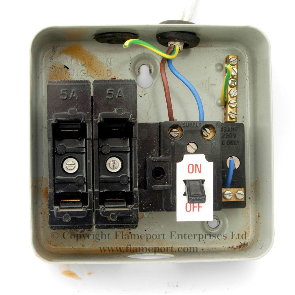 hight resolution of  interior of a mem 2 way metal fuse box