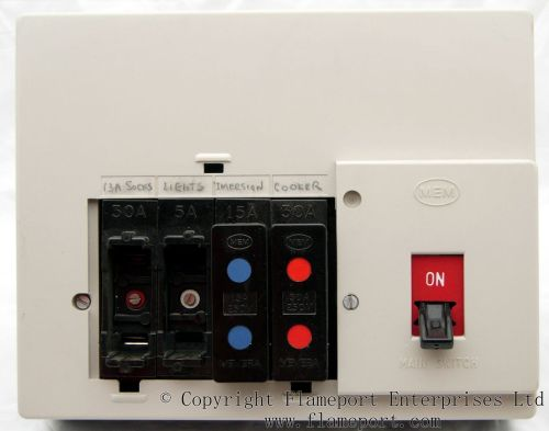 small resolution of memera 3 rewireable fuses and shields memera 3 fusebox with fuses removed
