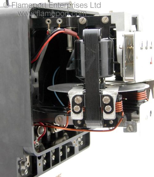 small resolution of side internal view of a sangamo s29 kilowatt hour meter