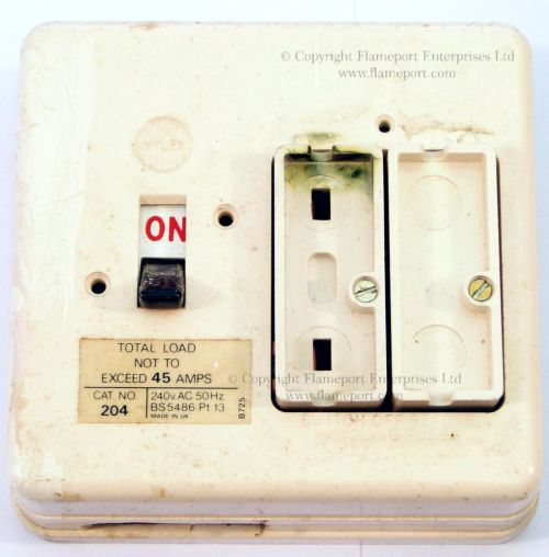 small resolution of white plastic wylex fuse box fuse cover removed