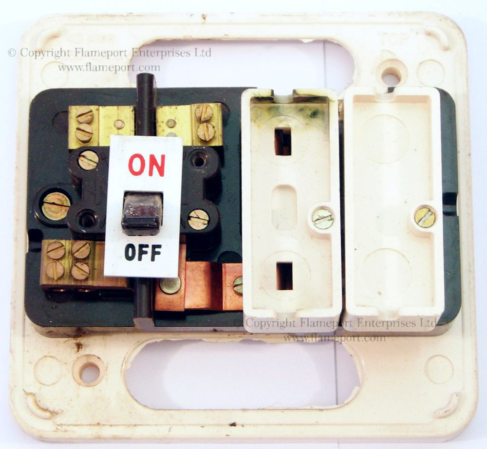 medium resolution of wylex standard white plastic fuseboxeswhite plastic 2 way wylex fuse box front cover removed