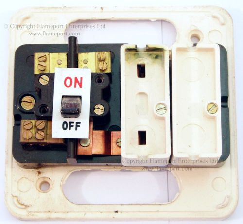 small resolution of wylex standard white plastic fuseboxeswhite plastic 2 way wylex fuse box front cover removed