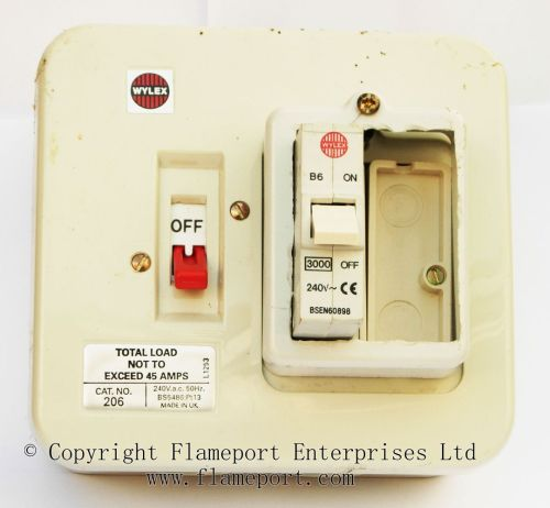 small resolution of  wylex 45a two way metal fusebox