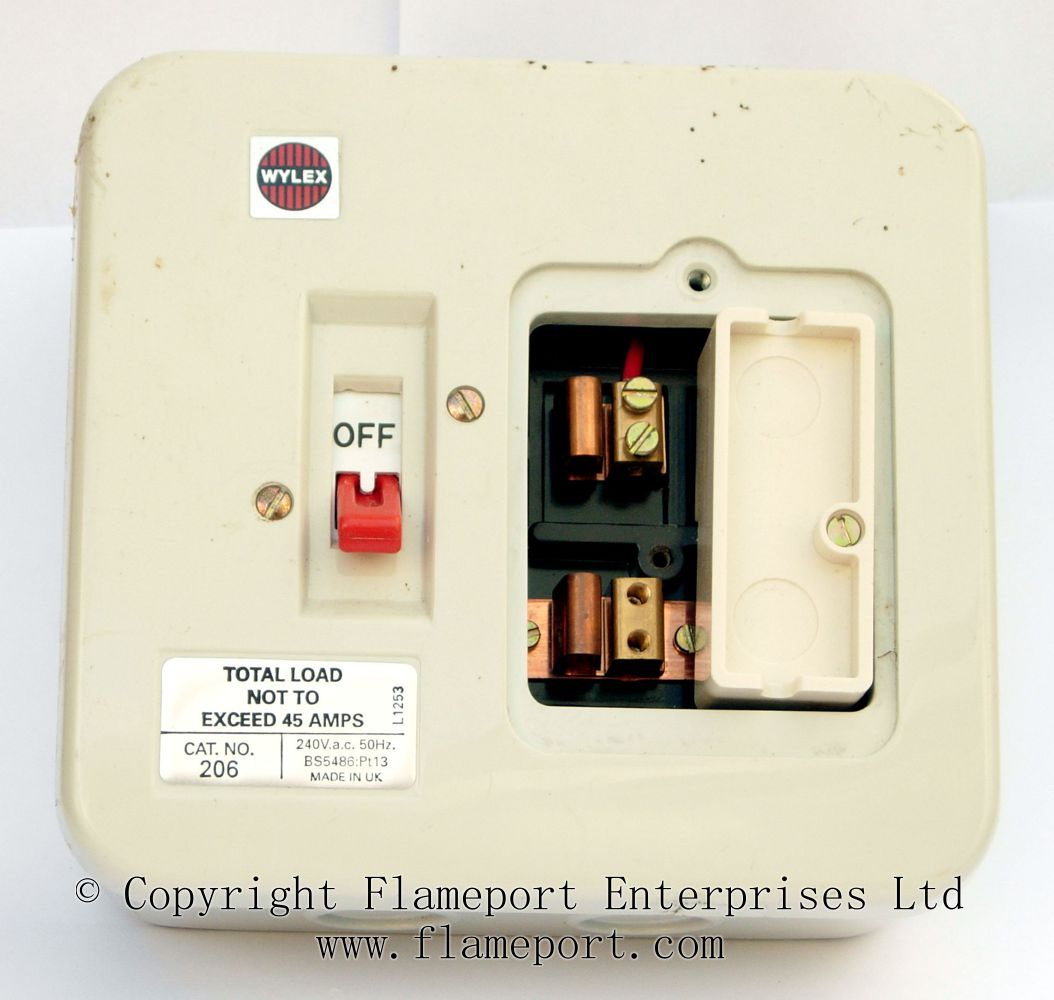 hight resolution of wylex 45a two way metal fusebox with fuse removed