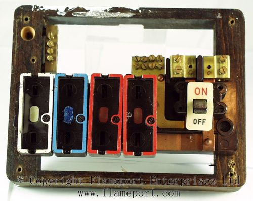 small resolution of wylex standard 4 way fusebox with brown wooden frame